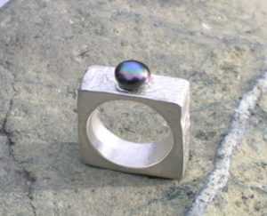 Hollow constructed ring